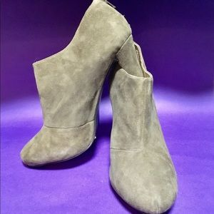 14th & Union Dark Grey Suede Ankle boot